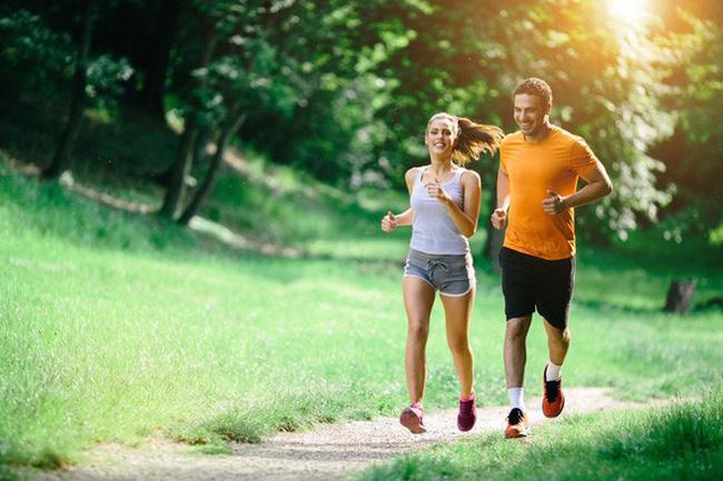 Thoái hóa cột sống có nên chạy bộ không?