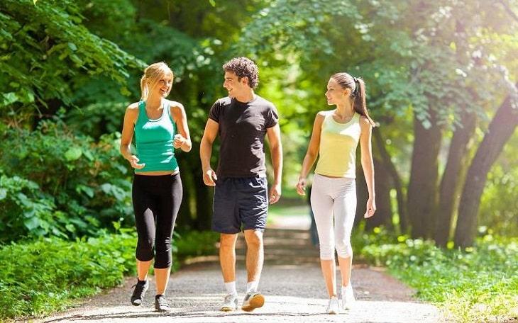 Người bệnh thoát vị đĩa đệm có nên đi bộ?