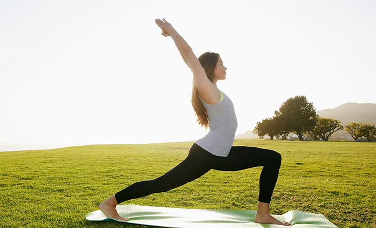 Bị thoái hóa cột sống có nên tập yoga
